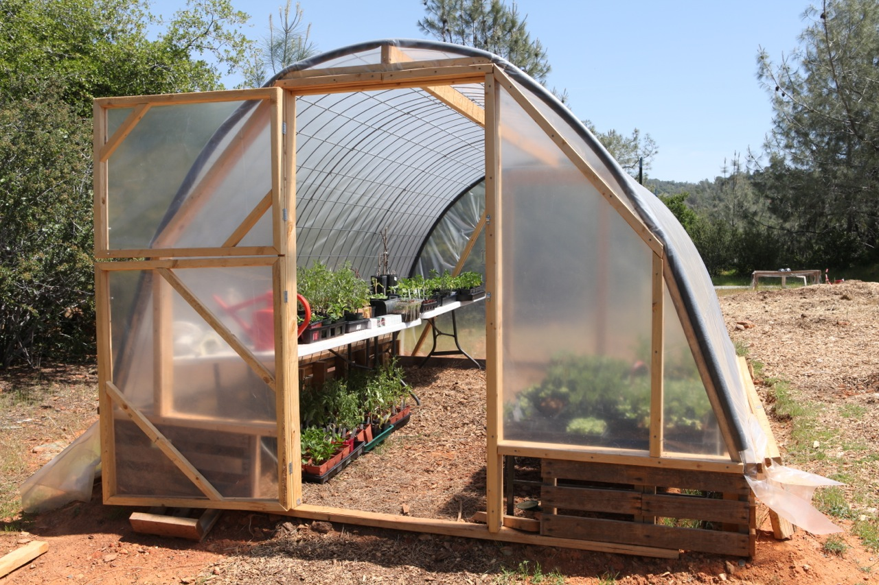 How to build a greenhouse the easy way for Panel house construction