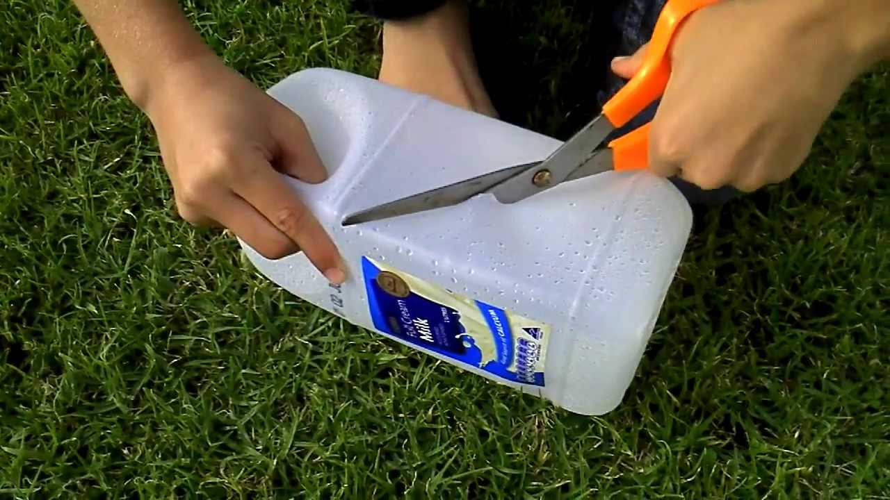How to catch bait and small fish with a plastic bottle for Homemade fish trap