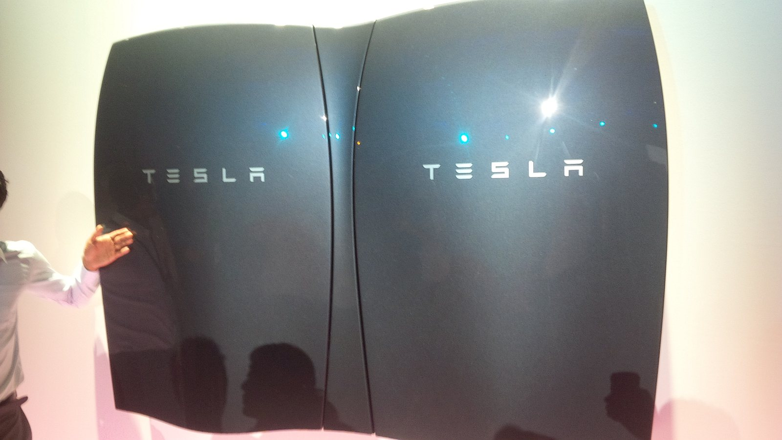Tesla unveils a battery to power your home, completely off grid