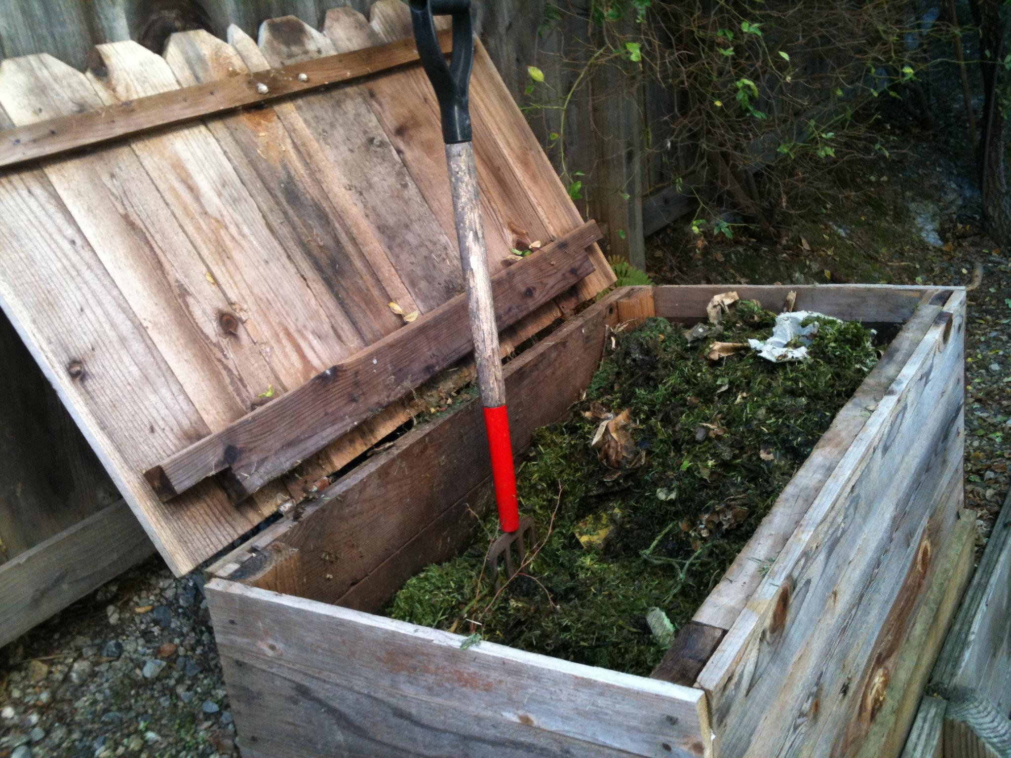 Preparing your vegetable garden for winter for Compost soil